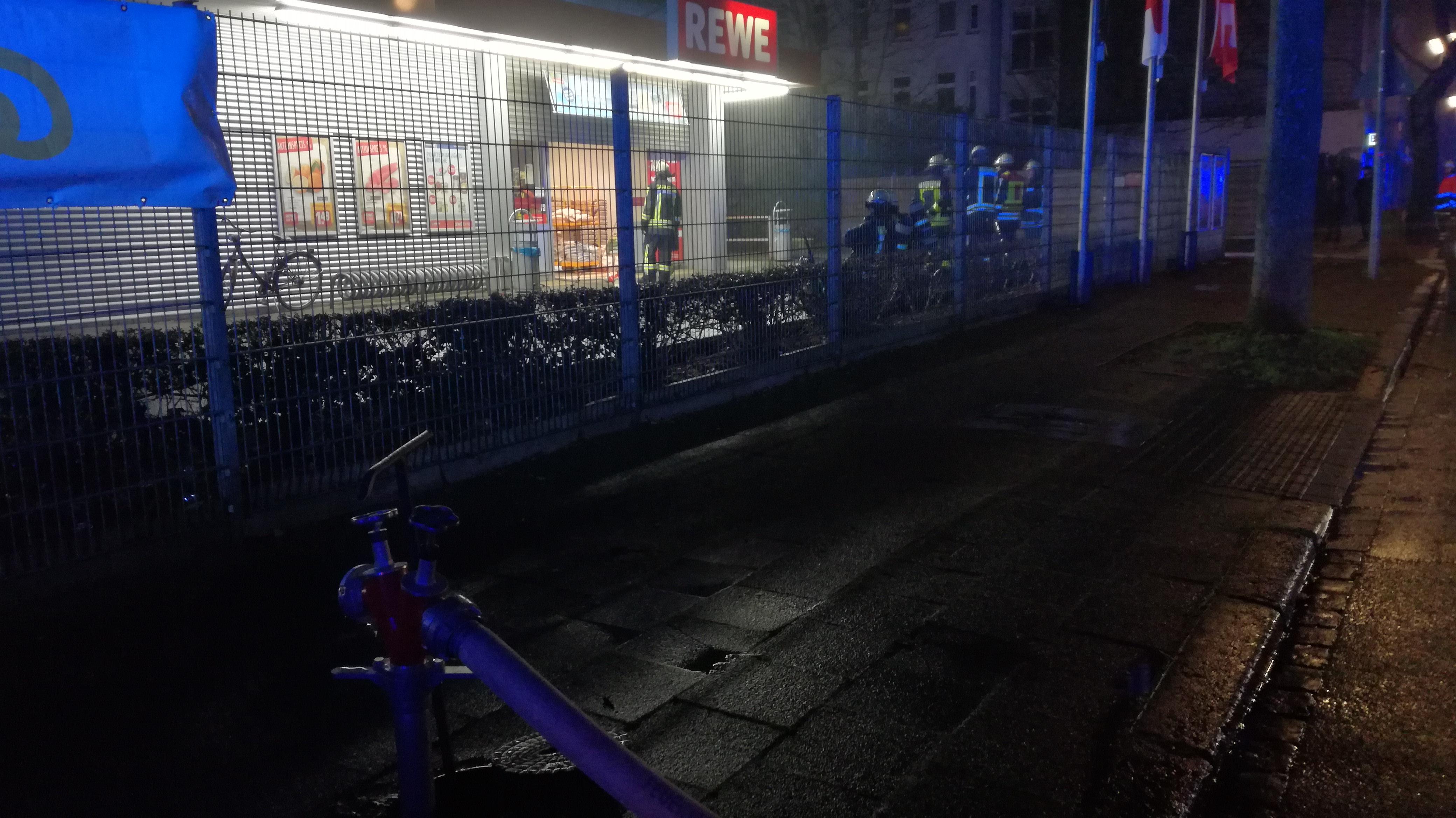 Brand Gewerbebetrieb A2 vom 20.01.2018  |  (C) Freiwillige Feuerwehr Fischeln (2018)